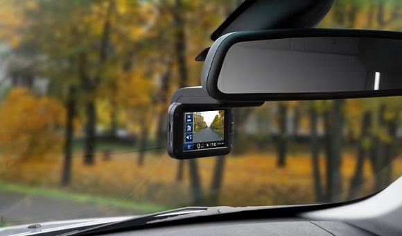 При покупке видеорегистратора на что нужно обращатьвнимание автомобильный видеорегистратор поворотная камера