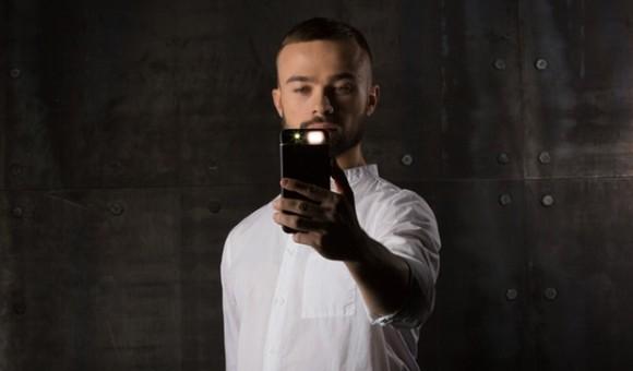 Стартап недели от АЛЛО. iblazr Case - чехол-вспышка для iPhone - главное фото