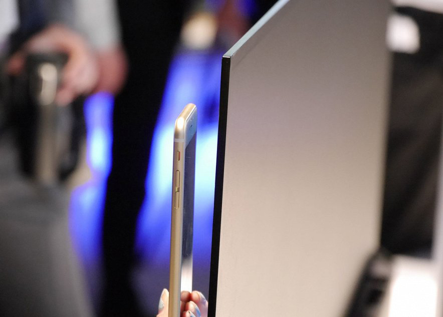 Телевизор Sony-в сравнении с iPhone 6