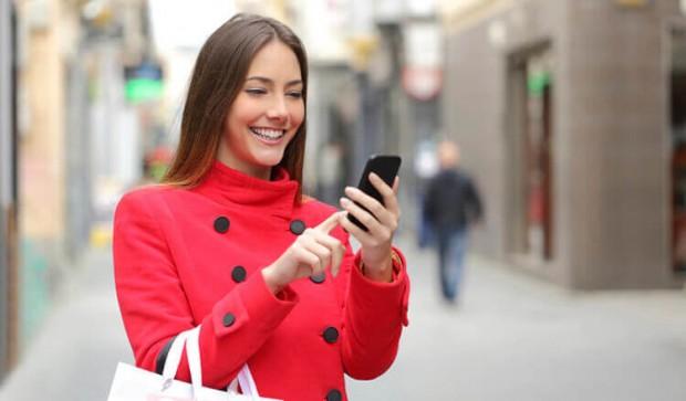Топ-50 лучших приложений для современных леди – Девушка со смартфоном