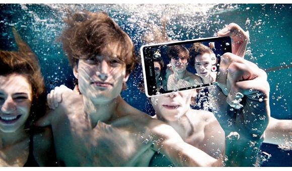 Уронил смартфон в воду