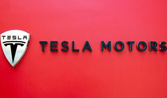 Ведущий программист компании Apple перешел в Tesla Motors