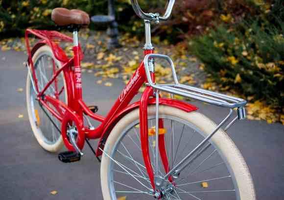Велосипед Дорожник в парке