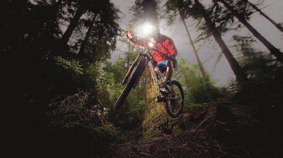 Велосипедный фонарь-имиджевая картинка