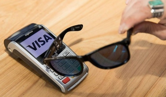 Visa представила солнечные очки WaveShades для бесконтактной оплаты