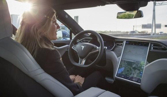Все новые автомобили Tesla оснастят полностью автономным автопилотом