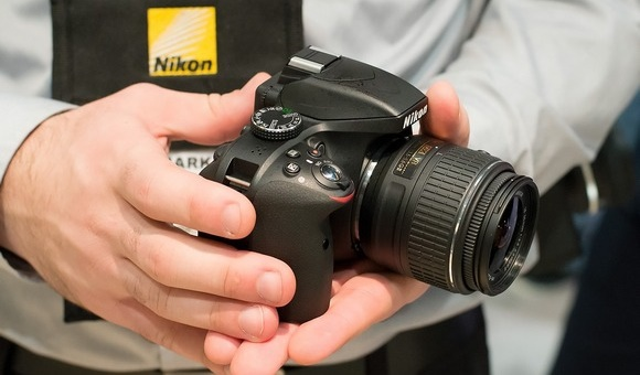 Компания Nikon представила зеркальную фотокамеру начального уровня D3400